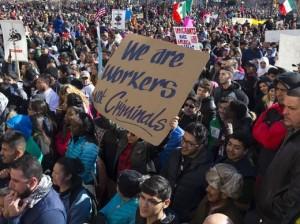 """Marcha """"Un Día Sin Inmigrantes"""" en Des Mines, Iowa. Foto: www.usatoday.com."""