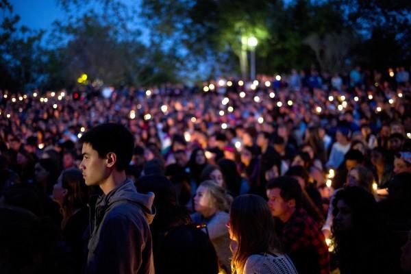 Miles acudieron a la vigilia por las víctimas fatales de los deslaves de lodo en Montecito, CA. Foto: www.koreatimes.com.