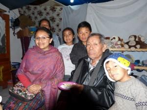 Don Julio Hernández y su  familia.