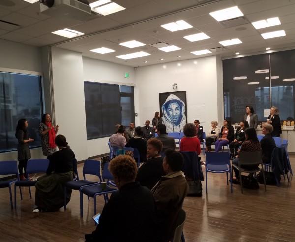 Participantes de Círculo de Sanación, son bienvenidos por directivos de la Community Coalition, en el Sur Centro de Los Ángeles, CA.