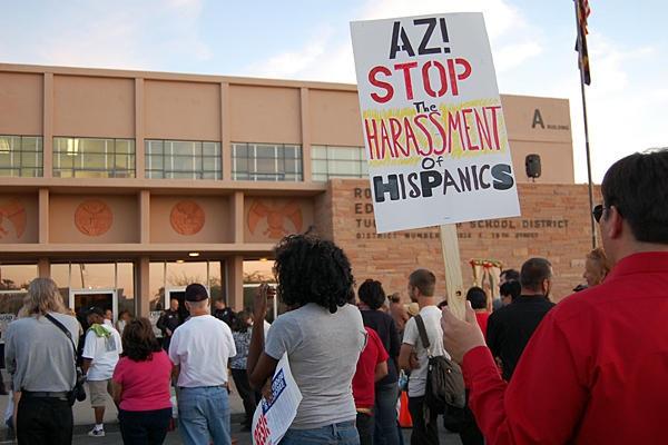 Estudiantes de preparatoria del Distrito Escolar de Tucson, Arizona, y sus aliados protestan contra la prohibición del programa de Estudios Étnicos México Americanos. Foto: www.aimeepnan.com.