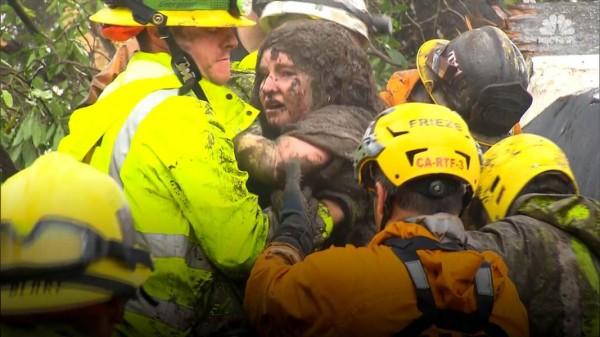 Víctima rescatada de la posible muerte, por las cuadrillas de rescate en Santa Bárbara, California. Foto: www.nbcnews.com