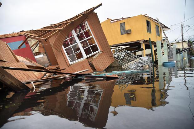 Así estaban todavía hasta hace poco tiempo viviendas en poblados de Puerto rico alejados de San Juan, la capital. Foto: www.wdf.com.