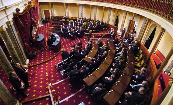 Senadores debatiendo en el piso de la cámara baja. Foto: www.slate.com