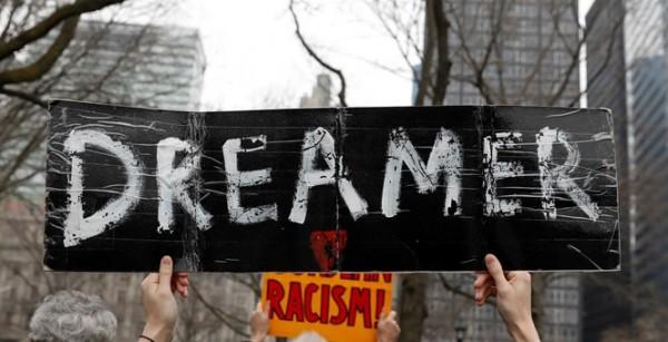 En la ciudad de Nueva York, 'dacamentados' y aliados marchan contra la orden del Departamento de Justicia para acabar el programa DACA este 5 de marzo. Foto. www.townhall.com