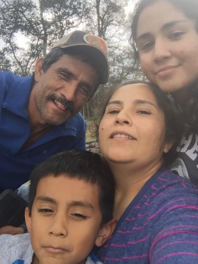 Carmen, Román y sus hijos.