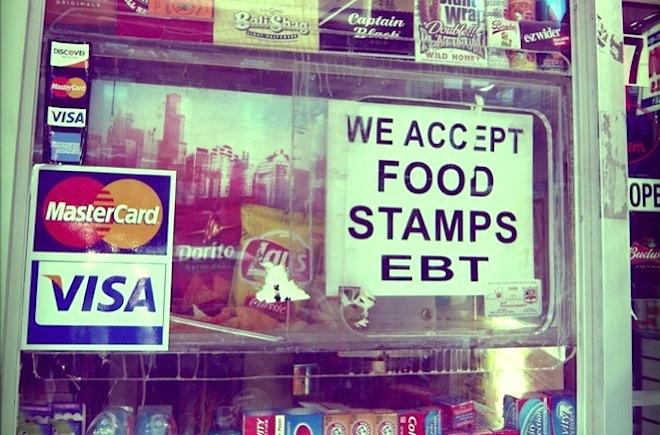 Millones de comercios como este tienen un anuncio similar en el aparador. Foto: www.atlantablackstar.com