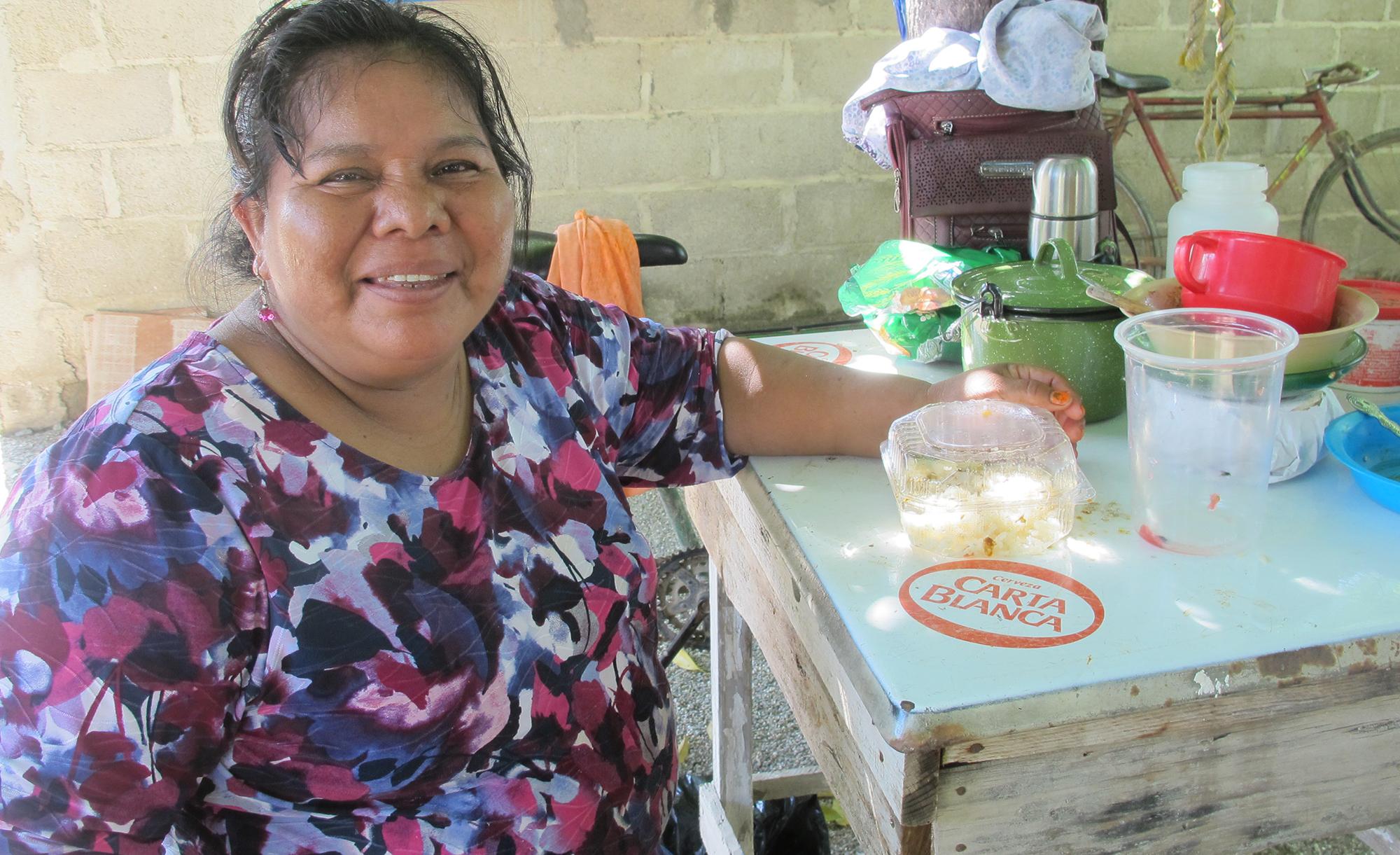 María López, de 53 años, presionó el presidente municipal de Chahuites para que el cumpliera su promesa de campaña de clausurar el albergue local para migrantes. Ella piensa que la llegada de migrantes ha aumentado la violencia en Chahuites.