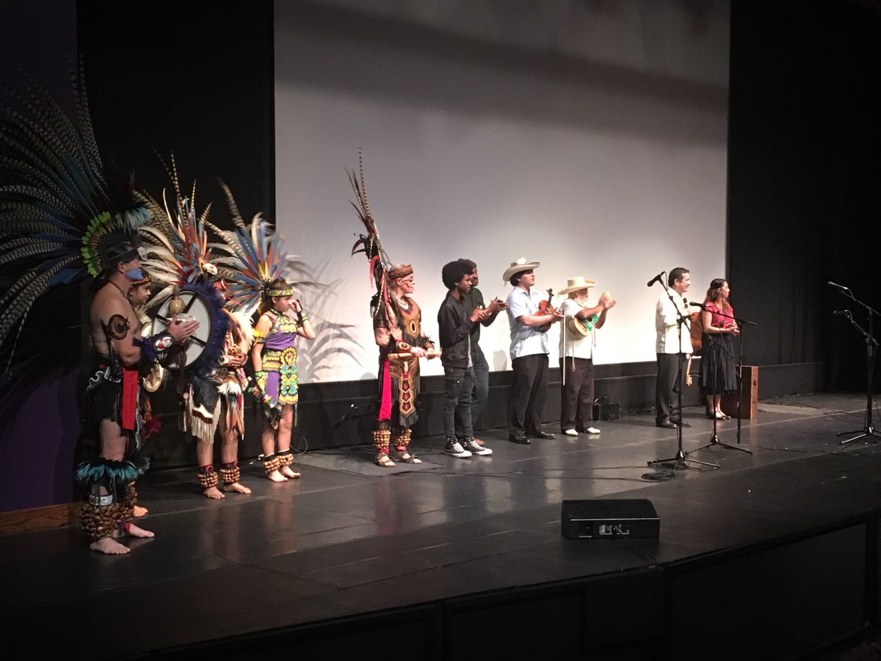 The concert includes Aztec dance, hip-hop, son huasteco, and hula, among other genres.