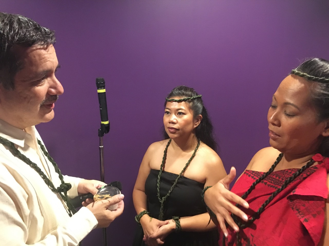 Russell Rodriguez talks with artists from Hālau Nāpuaokamokihanaoha.