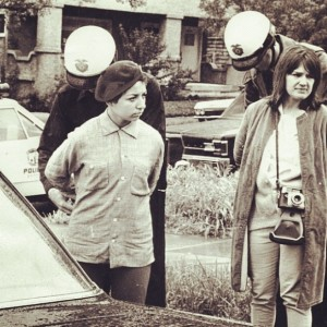 Estudiantes de los walkouts del 68 siendo arrestados por la policía de Los Ángeles. Foto: www.cjr.com.