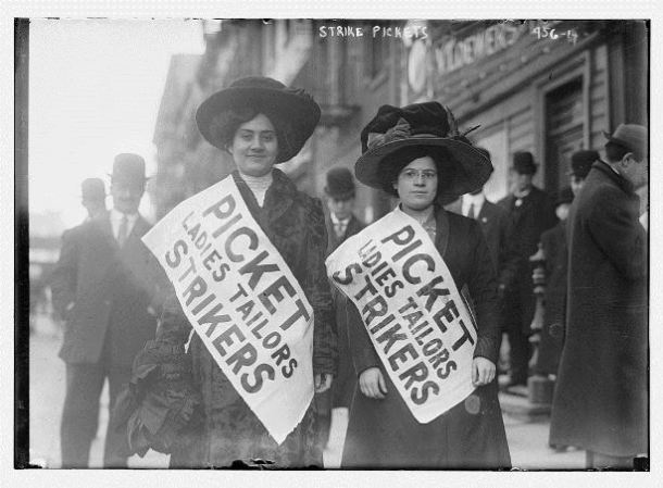 Dos mujeres huelguistas del sindicato Ladies Tailors en piquete durante la huelga de trabajadores de la confección, 1910, ciudad de Nueva York - Biblioteca del Congreso, División de Grabados y Fotografías
