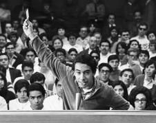 Orador en uno de los mítines del movimiento estudiantil del '68 en Los Ángeles. Foto: www.la.curbed.com.