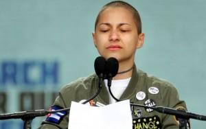 Líder estudiantil sobreviviente de la masacre en Parkland, FL, Ema González durante su poderoso silencio de más de 6 minutos en el podio frente al Congreso de EEUU. Foto: www.freeamericanetwork.com.