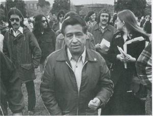Entre los estudiantes del '68 en el Este de Los Ángeles, las luchas campesinas de César Chávez –en la foto- fueron fuente de inspiración. Foto: www.sheknows.com.