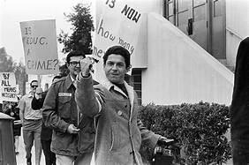 Estudiantes en los walkouts del '68 muestran su músculo político cuando se reúnen y son muchos luchando por una misma causa. Foto: www.nbcnews.com.