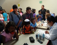 El municipio de Tijuana despachó equipos médicos a recibir a los migrantes centroamericanos que llegaron en la caravan a la frontera de Tijuana-San Diego (CA).