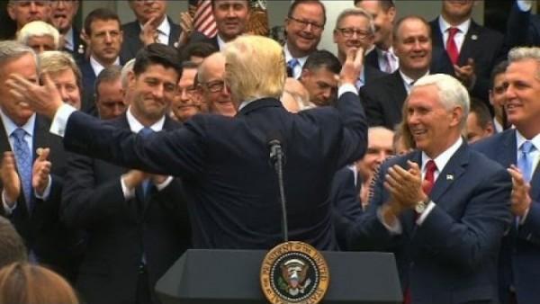 Trump y los republicanos. Foto: www.eblnews.com.