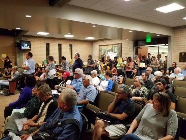 Residentes de San Dimas apoyan en masa a sus inmigrantes.