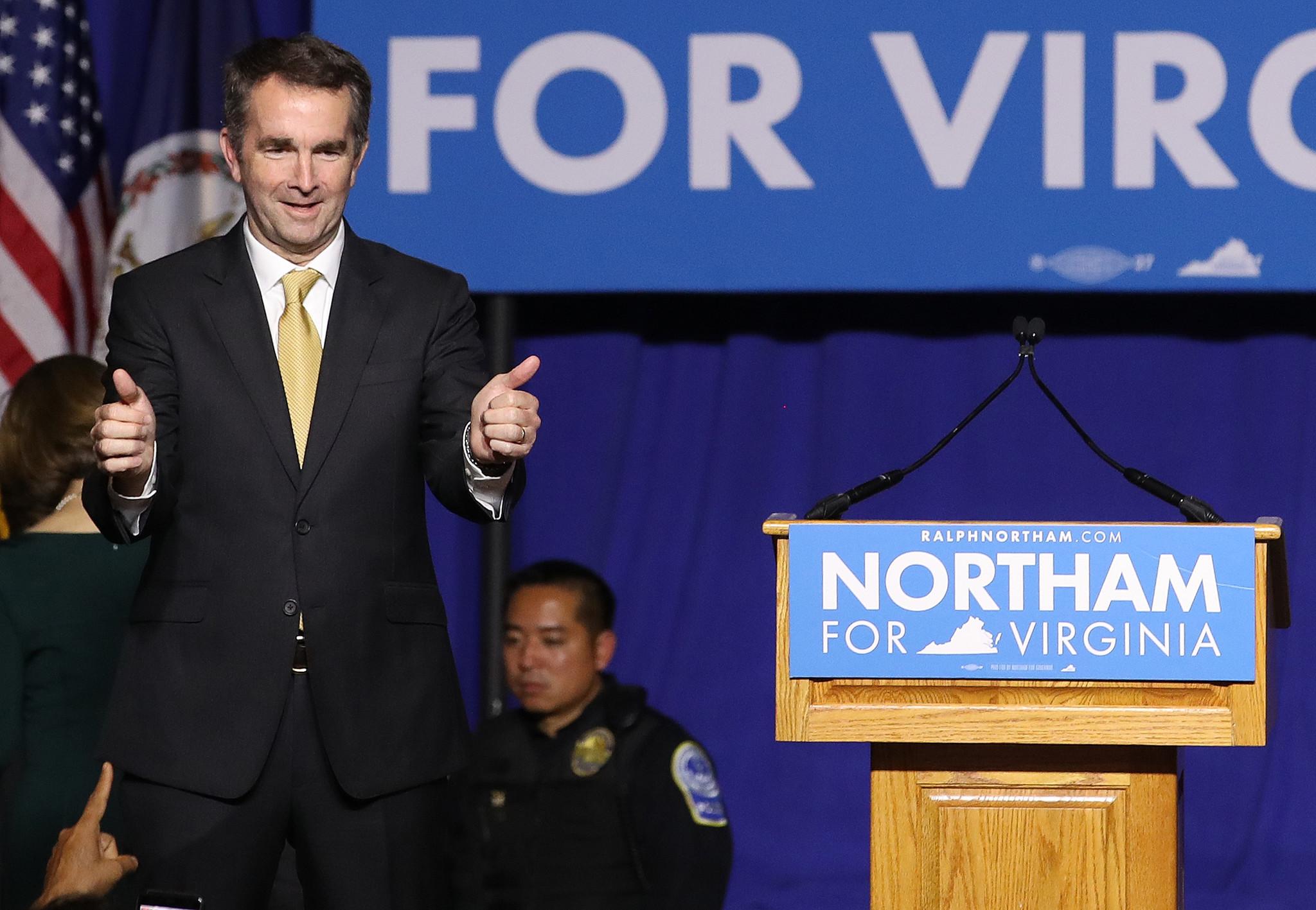 Ralph Northam, gobernador de Virginia número 73 desde enero, médico, y veterano político estadunidense de filiación demócrata. Foto: www.chicagotribune.com.