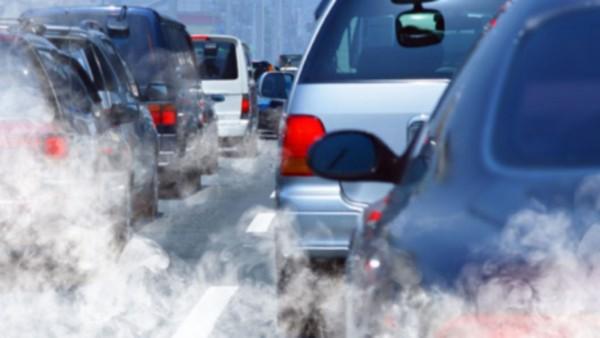 El monóxido de carbón que emiten los autos en las calles y carreteras de Estados Unidos contribuyen a la emisión de gases invernadero. Foto: www.plazaportlandautobody.com.