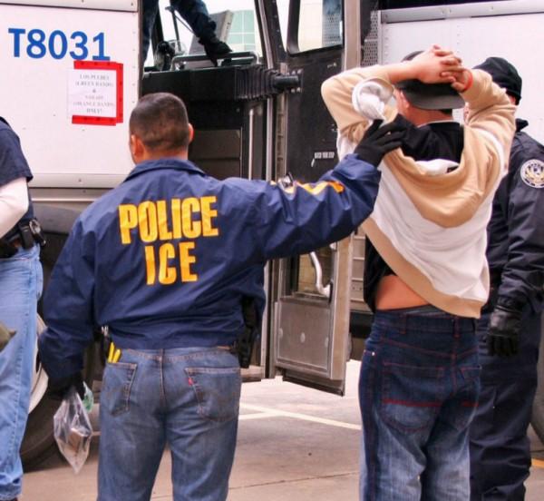 Agentes de ICE en la mayor redada de inmigrantes indocumentados en la última década en Tennessee. Foto: www.splcenter.org