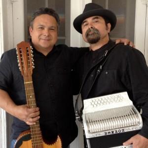 A la derecha, con su acordeón, Juan Tejeda.