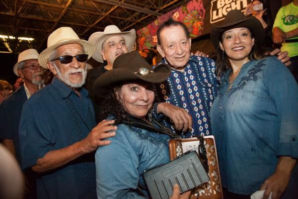 Max Baca, Eva Ybarra, Sandy Rodríguez y Flaco Jiménez en el Rosedale Park de San Antonio, Texas.