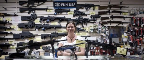 La mayoría de los estadunidenses se oponen a la prohibición de las armas de asalto por primera vez en más de 20 años de las encuestas de ABC News / Washington Post. Foto: ABC News.