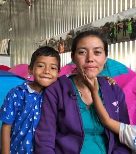 Gabriela Hernandez y sus dos hijos.