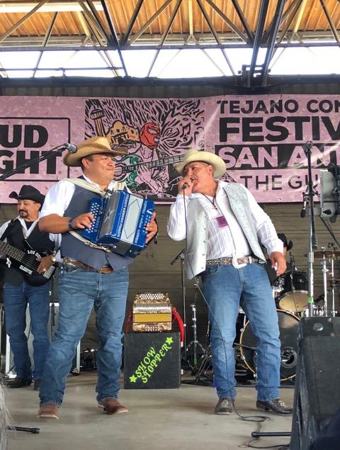 Gilberto García Jr. (derecha). Foto: María Eraña/Radio Bilingüe