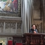 Juan Carlos Ruiz, sacerdote y activista comunitario co-fundador del Nuevo Movimiento Santuario oficia una misa de Día de las Madres en la Cuarta Iglesia Universalista ubicada frente al Parque Central de  Nueva York, antes de iniciar la conferencia de prensa.