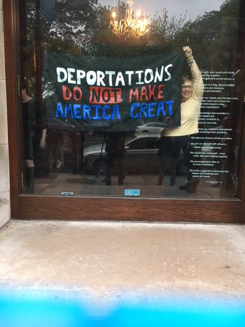 En la entrada de la Cuarta Iglesia Universalista de Nueva York. Foto: MVG