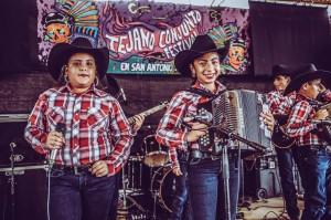 Las niñas y los niños dijeron presente en el Conjunto Tejano Festival, que sin duda los verá crecer hasta el día de su consumación artística como profesionales.