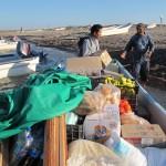 Lanchas llevan víveres al pueblo de Santa María del Mar.
