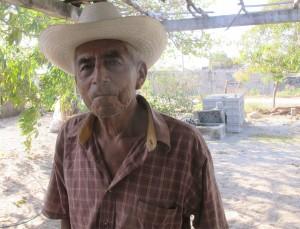 Martincito Ramírez, de 80 años, es una de las últimas personas en el pueblo de Santa María del Mar que todavía puede hablar Huave con fluidez. Foto: Levi Bridges