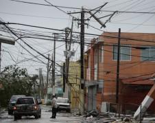 Desastre en el tendido eléctrico en Puerto rico tras el paso del Huracán María. Foto: www.toledoblade.com.