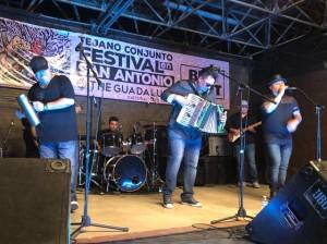 Rick Fuentes and the Brown Express. Foto: María Eraña/Radio Bilingüe