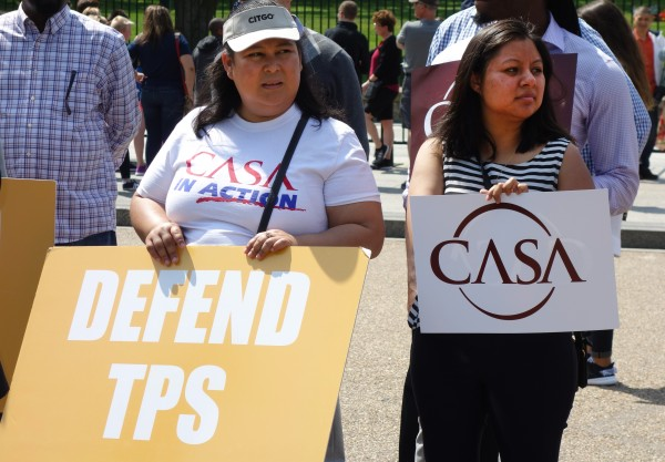 'Tepesianas' protestan frente a la Casa Blanca ante la injusticia que está cometiendo el presidente Trump al poner fin al programa temporal cuando la situación de violencia e inestabilidad todavía campea en Centroamérica.