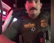 Agente de la Patrulla Fronteriza en Montana que detuvo a dos ciudadanas  estadunidenses por estar hablando en español en el supermercado. Foto: wwwthewashingtonpost.com.