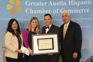 Empresarios latinos premiados por la Cámara de Comercio de Texas por su contribución económica al estado. Foto: www.statesman.com.