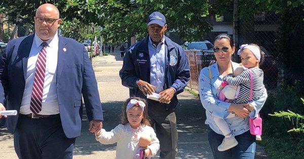 La familia de Pablo Villavicencio acompañada por personal de la Asociación de Ayuda Legal en Nueva York. Foto: Legal Aid Society.