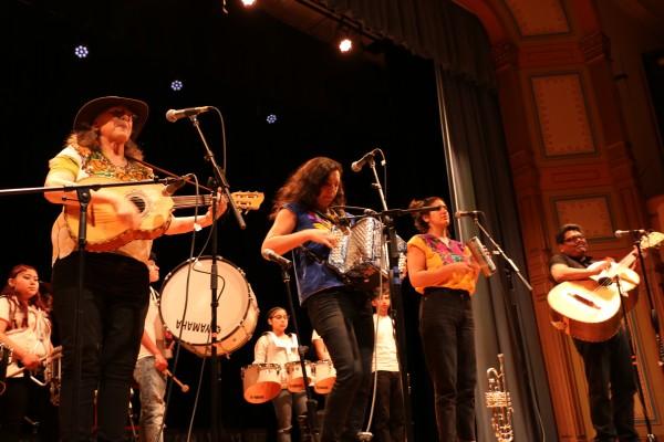 Grupo musical de jóvenes recién llegados de México y Centroámerica. Photo: Sonia Narang/ACTA.