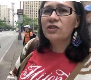 Maru Mora Villalpando, cofundadora de NWDC Resistance, en el acto de desobediencia civil en Seattle. Foto: NWDC Resistance / Facebook.
