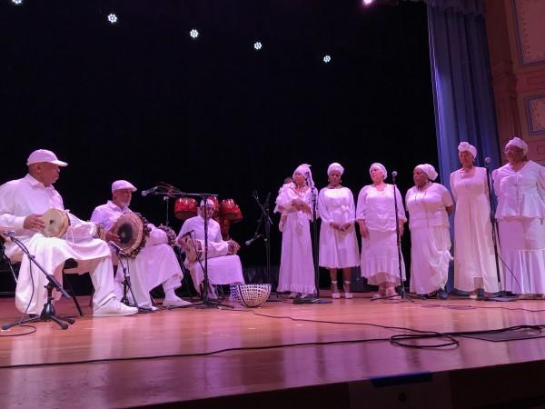 Coro Awon Ohun Omnira, aprendieron algo de la cultura y las tradiciones que podrían haber sido de sus ancestros, cuando conocieron la música de los orishas. Foto: Sonia Narang/ACTA.