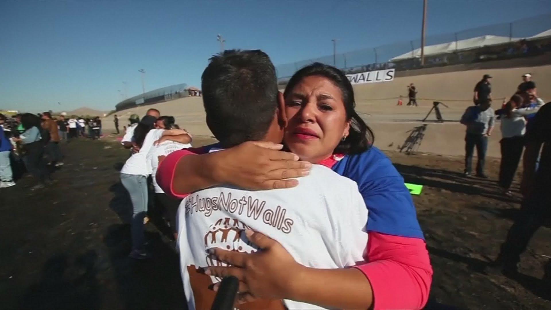 Familias separadas por la frontera entre Estados Unidos y México se reúnen brevemente. Foto: YouTube.