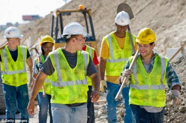 Trabajadores de diversas razas y géneros. Foto: www.dailymail.com.