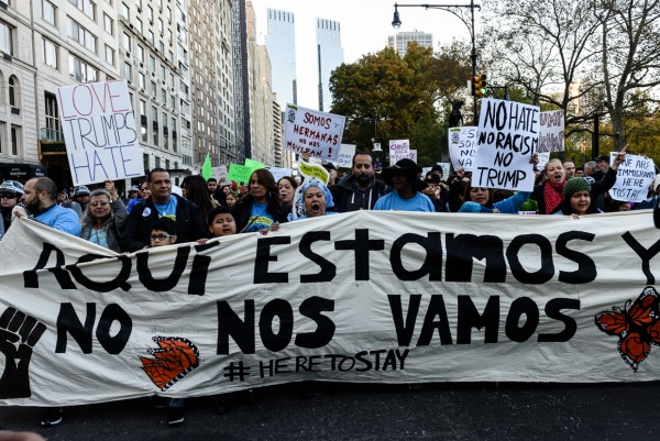 Immigrantes marchan en la ciudad de Nueva York contra políticas antinmigrantes del presidente Trump para acabar con DACA. Foto: MVG.