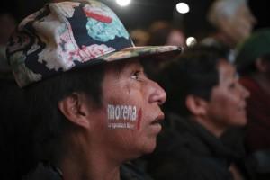 Seguidor de López Obrador escuchando uno de sus discursos de campaña. Foto: www.host.madison.com.