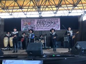 Las nuevas generaciones música constatan la continuidad de la tradición del Conjunto Tejano Music.